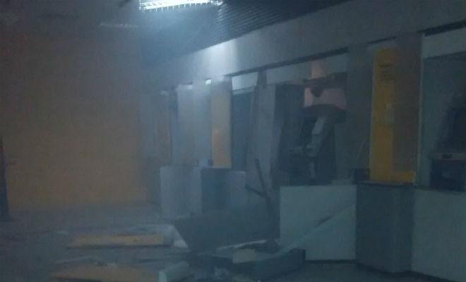 bandidos explodem caixa eletronico do banco do brasil em petrolina pernambuco