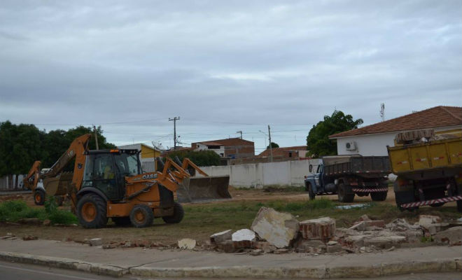 muro do hospital municipal alvaro ferraz floresta pernambuco