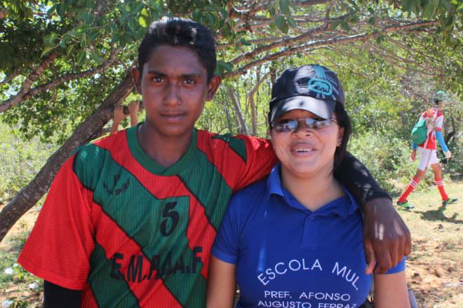 professora e a aluno da escola municipal nazare do pico em floresta pernambuco