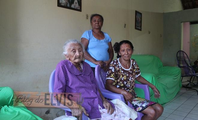idosa reencontra família em floresta, no sertão de pernambuco