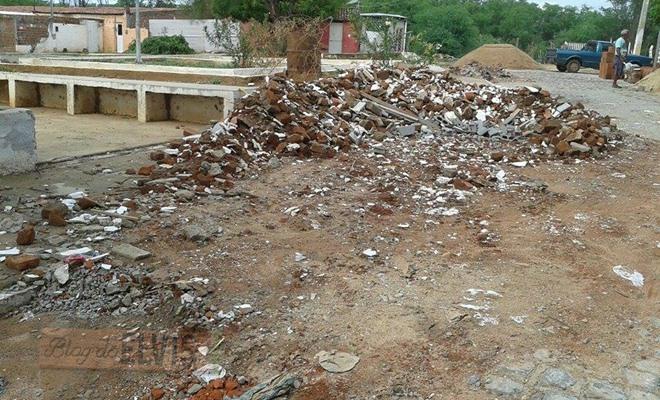 lixo acumulado na rua 15 de novembro em floresta-pe (3)