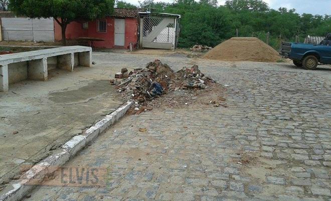 lixo acumulado na rua 15 de novembro em floresta-pe (4)
