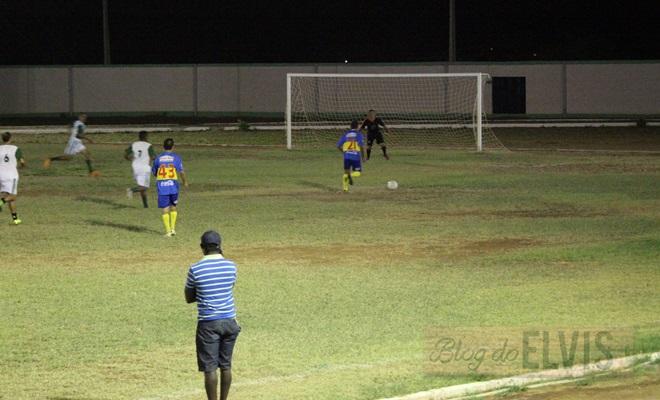 jogo de futebol no estadio joao dioclecio de souza floresta-pe (2)