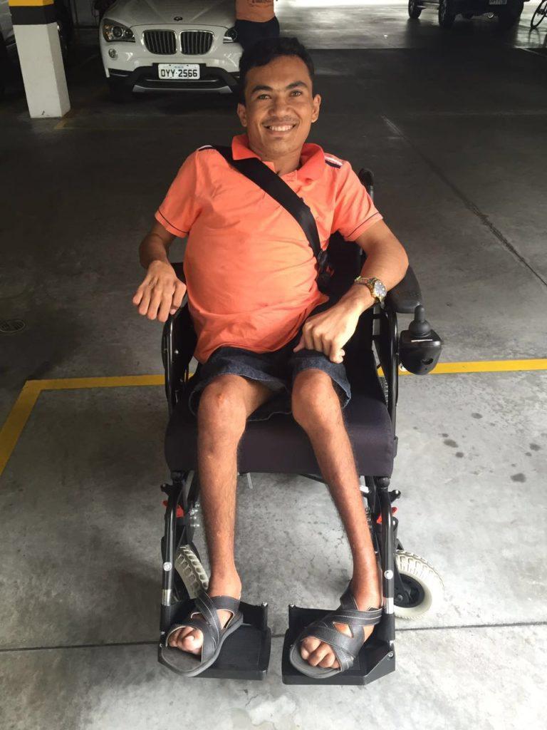 marciano menezes ganha cadeira motorizada 2