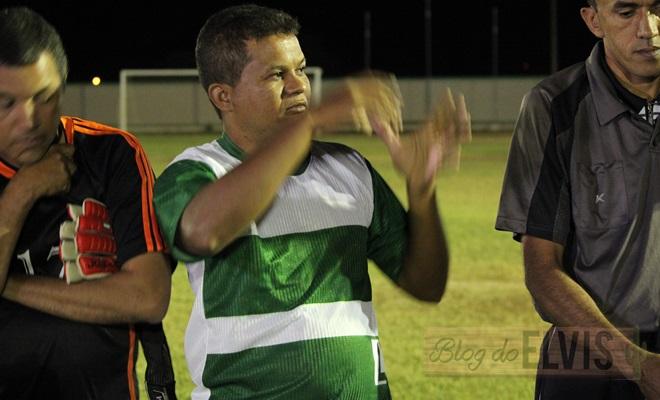 obadias novaes conversa com jogadores no estadio municipal de floresta-pe (4)