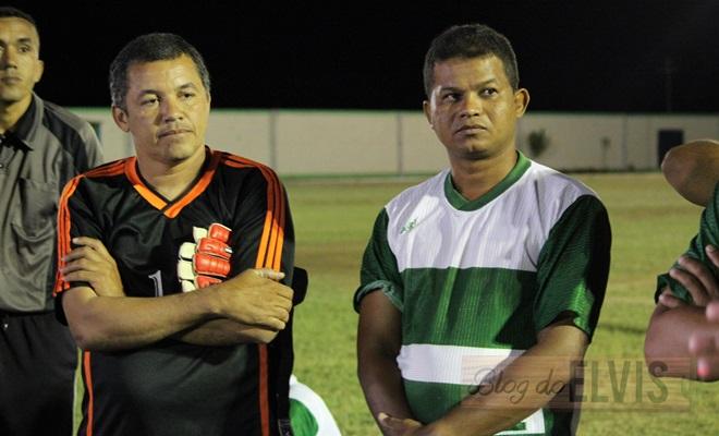 obadias novaes conversa com jogadores no estadio municipal de floresta-pe (6)