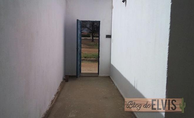 vende-se casa com ponto comercial em floresta-pe (5)